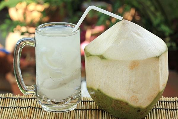 Nước dừa là thực phẩm làm sạch dạ dày hiệu quả