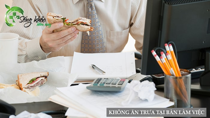 Tránh ăn trưa ngay tại bàn làm việc của mình
