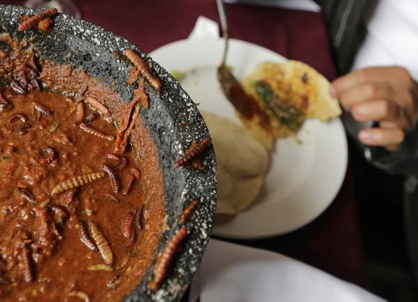 Vòng quanh thế giới thưởng thức 13 món ăn kinh dị nhất