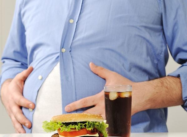 Ăn quá no là nguyên nhân của bệnh đau dạ dày
