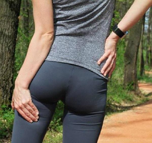 Cảm thấy nóng rát ở vùng da mông và đùi khi ngồi là bệnh gì? 1