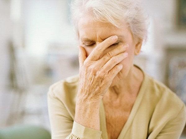 Mối liên hệ giữa hiện tượng mất trí nhớ và bệnh Alzheimer
