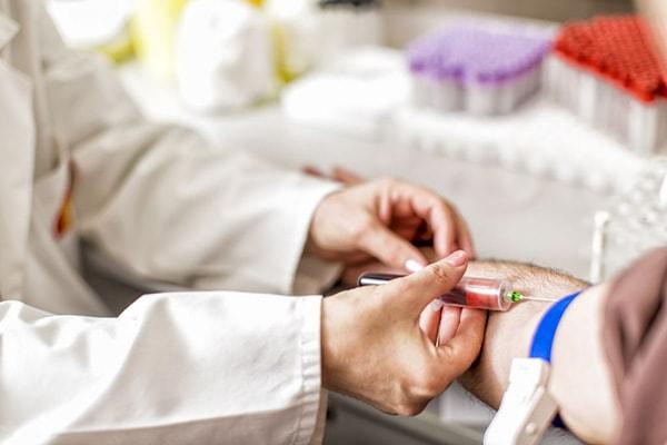 Tăng hồng cầu trong máu cảnh báo những căn bệnh nguy hiểm nào? 2