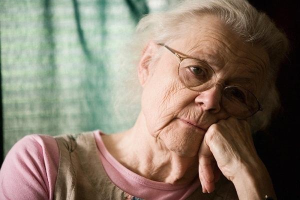 Triệu chứng và cách điều trị bệnh hoang tưởng ở người già 2