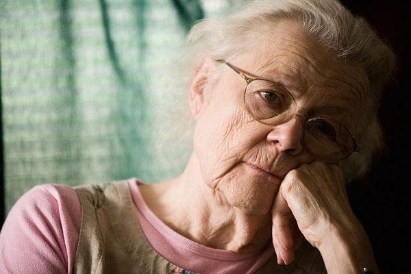 cách điều trị rối loạn trí nhớ ở người già