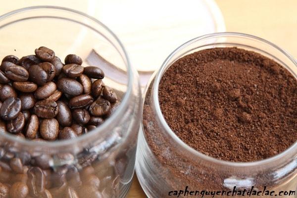 Cafe nguyên chất dạng bột có màu cánh gián đặc trưng