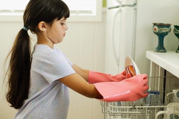 Có thể yêu cầu con làm việc nhà nếu muốn có tiền tiêu vặt