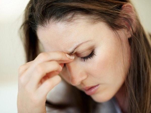 Uống quá nhiều cà phê dẫn đến đau đầu