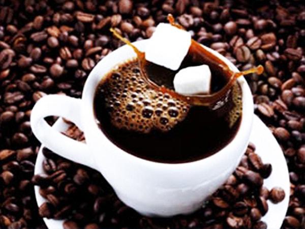 Uống cà phê nguyên chất giúp bạn có thể tận hưởng hương vi đặc trưng mạnh mẽ, thức tỉnh tri giác và tốt cho sức khỏe