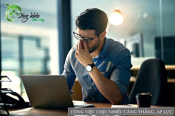 Công việc chịu nhiều căng thẳng, áp lực cũng là nguyên nhân gây béo bụng