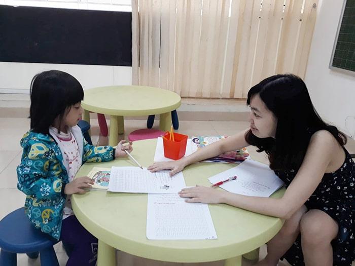 Độ tuổi 4 – 5 không thích hợp với phương pháp giáo dục dành cho trẻ tiểu học
