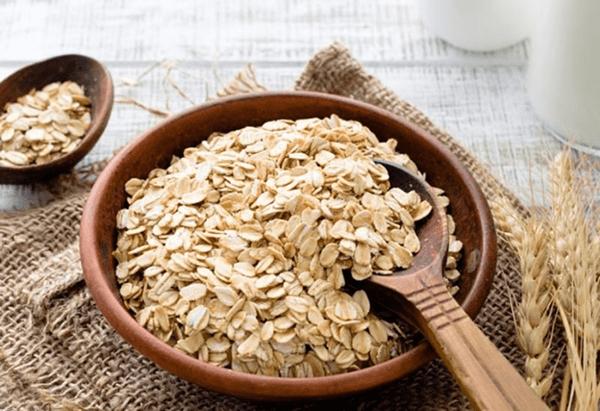 Yến mạch được coi là nguồn thực phẩm vàng giúp làm giảm cholesterol xấu trong máu.
