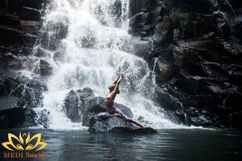 Hoạt động Yoga và Thiền dưới sự hướng dẫn trực tiếp của Thiền Sư